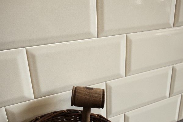 Metro Fliese krakeliert für Küche Bad Craquelé Krakelee creme-weiß glänzend  10x20 Facettenfliese