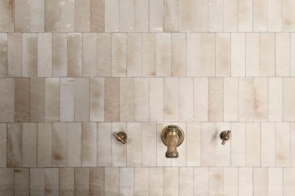 """Fliese glasiert unregelmäßige Oberfläche """"Gleeze"""" beige glänzend 7,5x20 cm Ragno by Marazzi"""